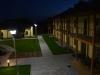 Večerní pohled na terasy apartmánů